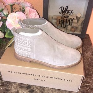 NWT Toms Desert Taupe Suede Deia Booties Kids